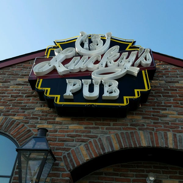 Photo taken at Lucky's 13 Pub by Will K. on 8/22/2016