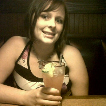 Photo taken at TGI Fridays by B.j. H. on 6/18/2011