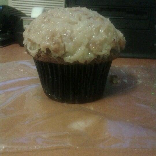 Photo taken at Sprinkles Cupcakes by Rickie C. on 9/25/2012