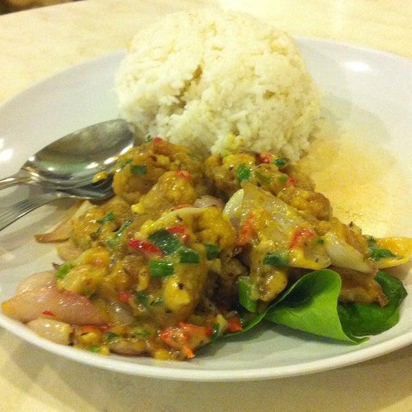 Photo taken at Restoran Tom's Dim Sum by gideon c. on 12/17/2014
