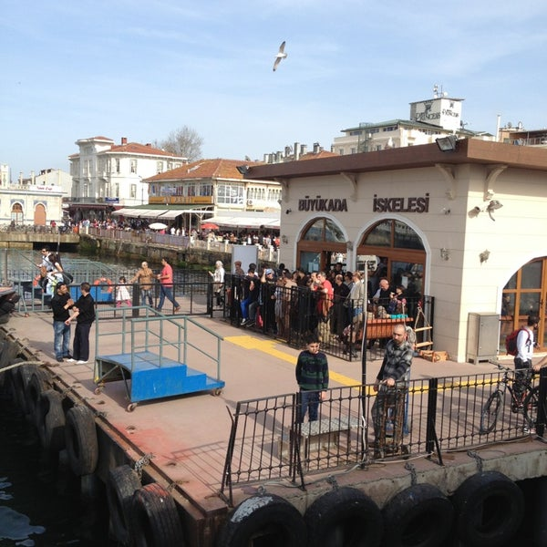 Photo taken at Büyükada Mavi Marmara Motor İskelesi by Elchito Gonzales on 3/31/2013