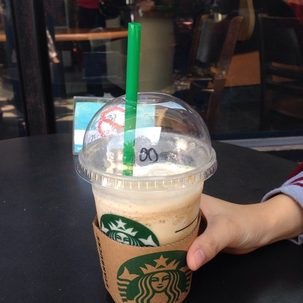 Photo taken at Starbucks (สตาร์บัคส์) by Earth T. on 1/18/2015