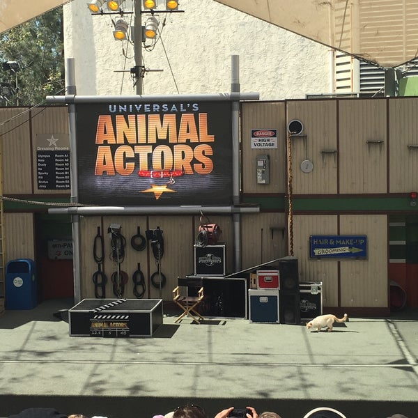 Photo taken at Universal's Animal Actors by Arzu K. on 6/20/2016