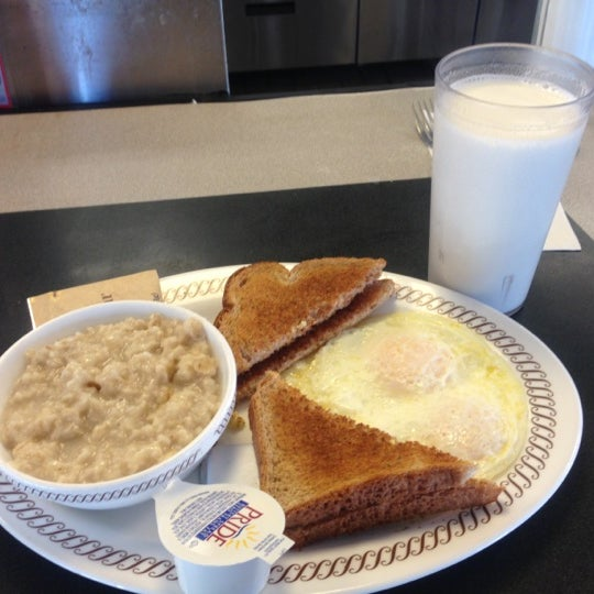 Photo taken at Waffle House by Lory L. on 12/3/2012