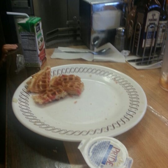 Photo taken at Waffle House by Jennifer D. on 9/23/2012