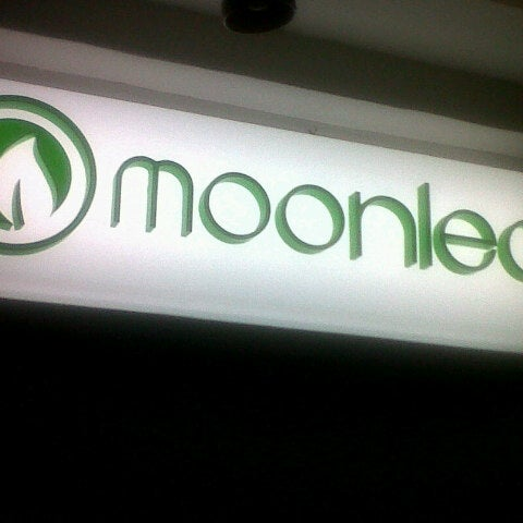 Photo taken at Moonleaf Tea Shop by Rizza M. on 1/5/2013