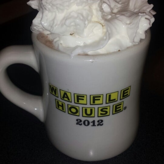 Photo taken at Waffle House by EMANATED FROM DETROIT D. on 11/29/2013