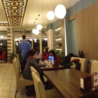1/1/2013 tarihinde Fatih✯ k.ziyaretçi tarafından Lotus Cafe Restaurant'de çekilen fotoğraf
