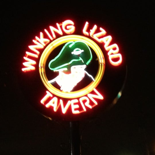 Photo taken at Winking Lizard Tavern by ❄Pavan S. on 11/6/2012