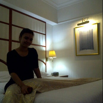 Photo taken at Sari Pan Pacific Jakarta by Tri Wahyudi S. on 10/23/2011