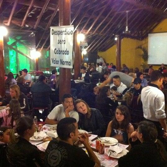 Photo taken at Pizzaria Mirante Moóca by San C. on 9/23/2011