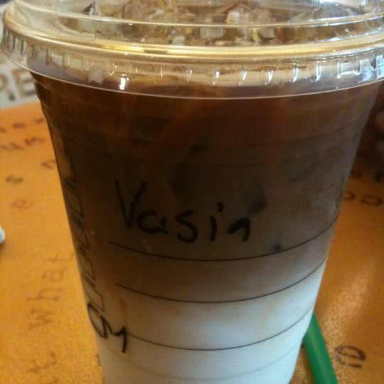 Photo taken at Starbucks by Vassia Kav🎈 on 5/30/2012