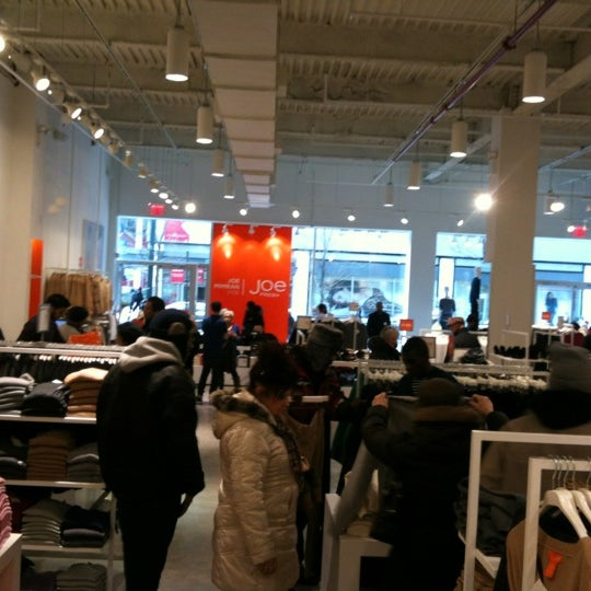 Photo taken at Joe Fresh by Willie B. on 2/12/2012