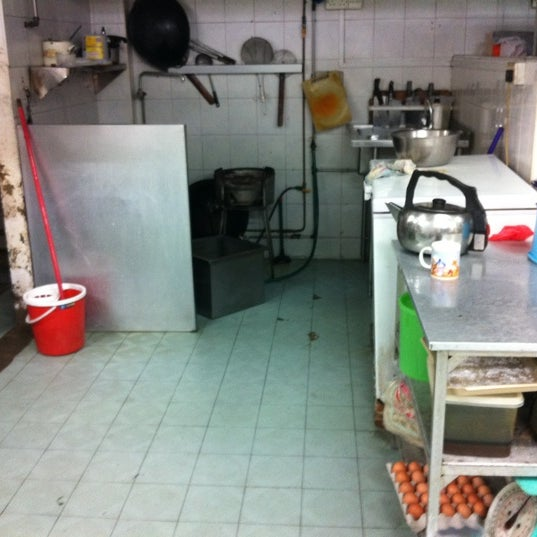 Photo taken at Hao Xiang Kitchen by Rebecca K. on 9/28/2011