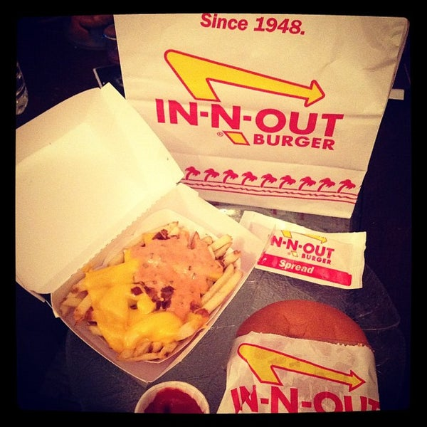 Photo taken at In-N-Out Burger by Angel V. on 7/9/2012