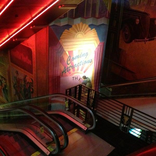 Снимок сделан в AMC Loews Lincoln Square 13 пользователем Bobby K. 12/30/2012