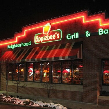 Photo taken at Applebee's by Kennen P. on 7/4/2013