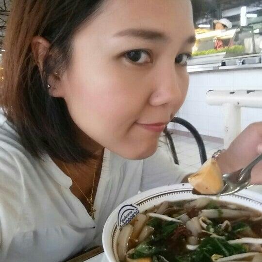 Photo taken at Food Center (ศูนย์อาหารเมืองทองธานี) by PuiZa T. on 5/27/2015