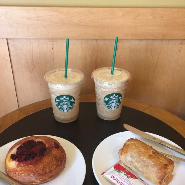 Photo taken at Starbucks by Pornpim on 3/23/2016
