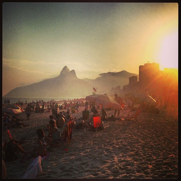 Photo taken at Praia de Ipanema by Hick G. on 5/5/2013