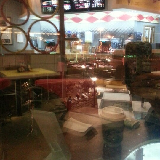 Photo taken at Fatburger by Areej on 10/25/2012