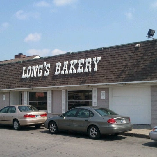 Photo taken at Long's Bakery by Dell P. on 9/6/2012