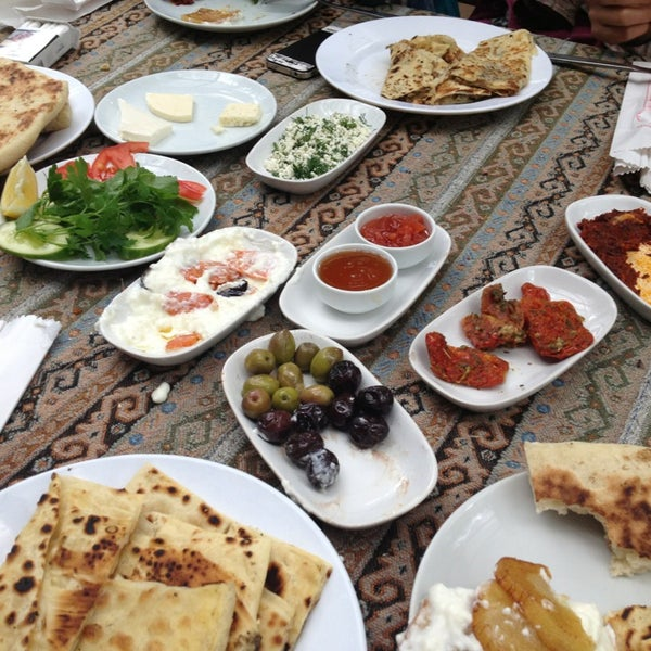Photo taken at Yavuz'un Yeri by ✨✨✨SedeF✨✨✨ on 4/7/2013