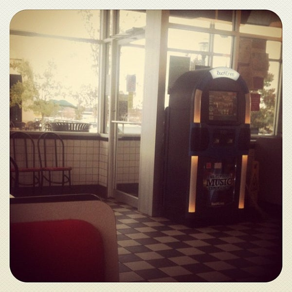 Photo taken at Waffle House by Benjamin C. on 10/28/2012