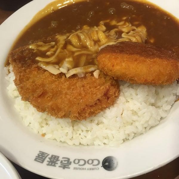 Photo taken at CoCo壱番屋 渋谷区宇田川町店 by Tim J. on 1/2/2016