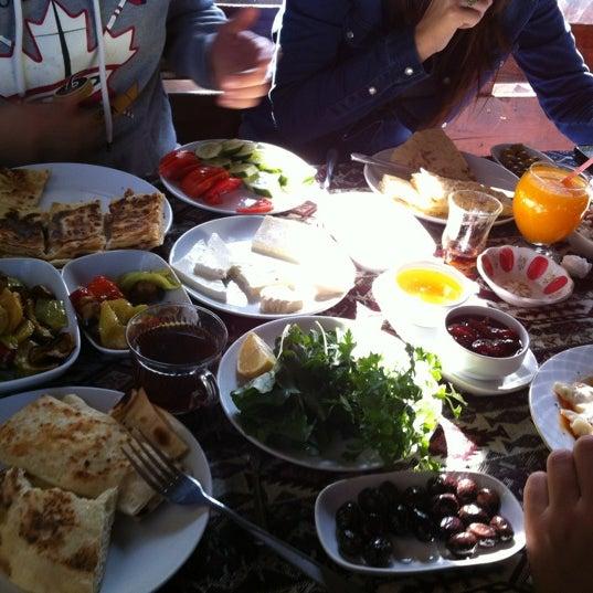 Photo taken at Yavuz'un Yeri by -gulcan- on 11/25/2012