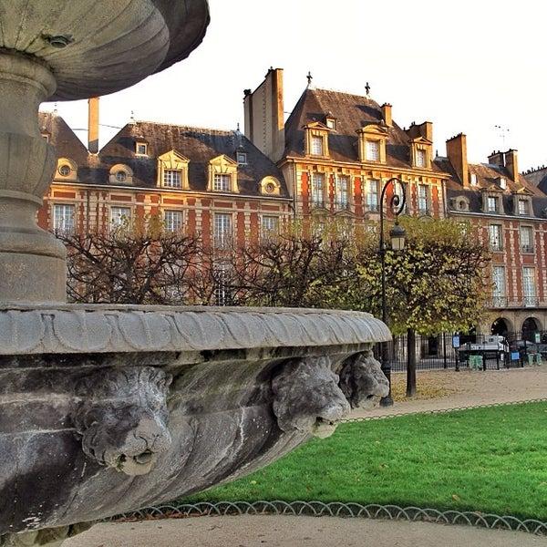 Place des vosges plaza in paris - Comptoir des cotonniers place des vosges ...