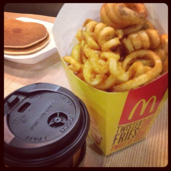Photo taken at McDonald's by Laura Liza on 9/19/2014