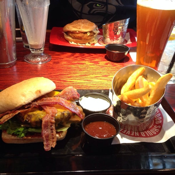 Photo taken at Red Robin Gourmet Burgers by Adam Victor M. on 1/30/2014