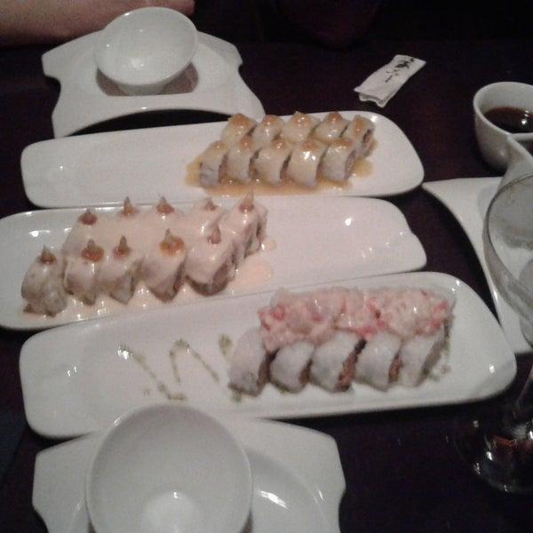 Sushi acevichado exquisito y la atención grossa