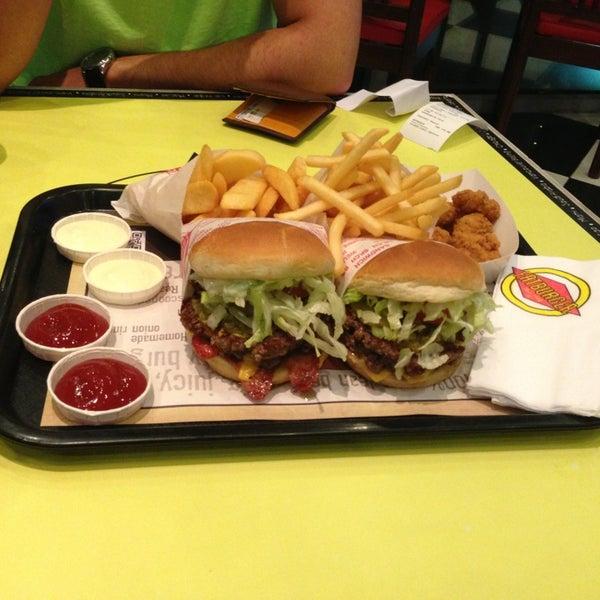 Photo taken at Fatburger by Abdullah .. on 3/1/2013