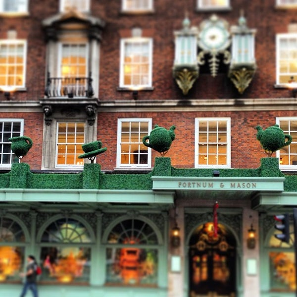 Photo taken at Fortnum & Mason by Flavio D. S. on 6/24/2013