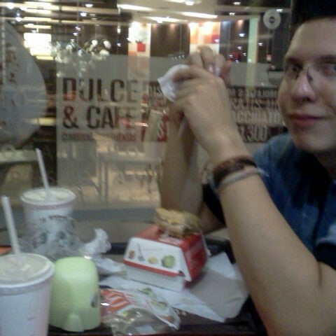 Photo taken at McDonald's by Fernanda R. on 2/7/2013
