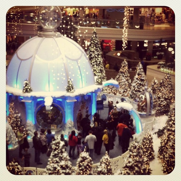 Photo taken at Woodfield Mall by Mandy Q. on 11/24/2012