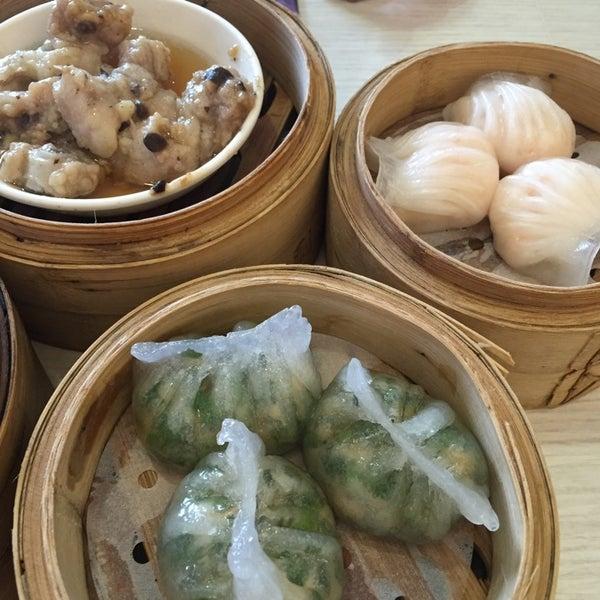 Photo taken at Crystal Jade Kitchen 翡翠小厨 by Chris L. on 10/18/2014