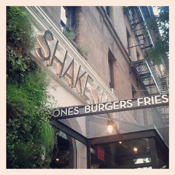 Photo taken at Shake Shack by Rachel H. on 7/6/2013