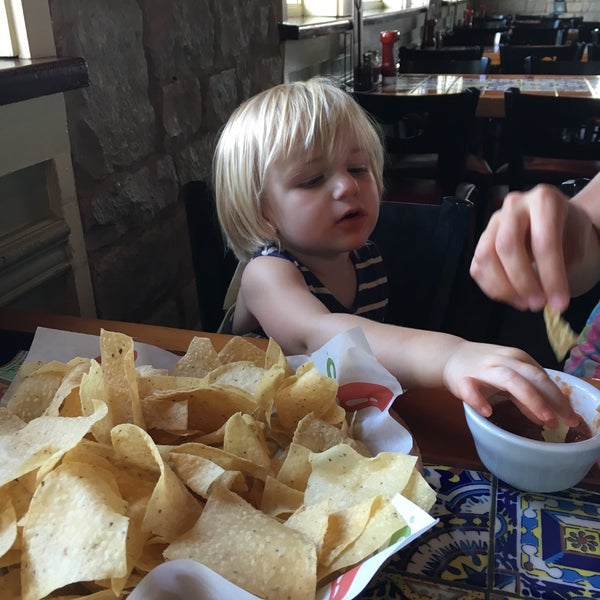 Photo taken at Chili's Grill & Bar by Rob E. on 5/27/2016