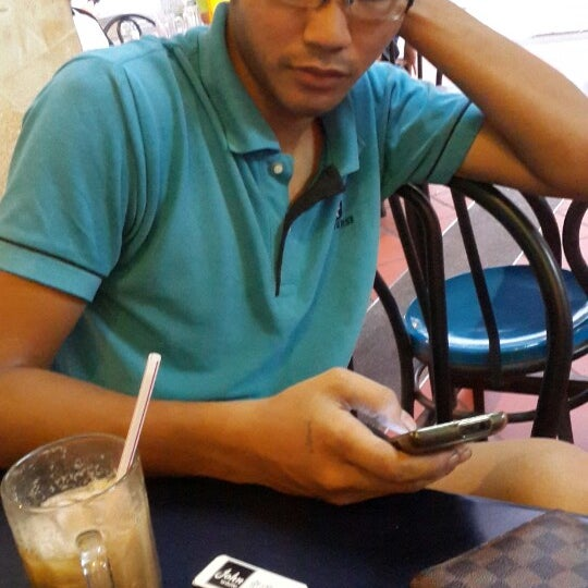 Photo taken at Al Salam Bistro by Abang M. on 4/25/2014