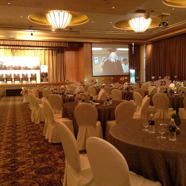 Photo taken at The Ritz-Carlton, Millenia Singapore by Tang R. on 7/7/2013