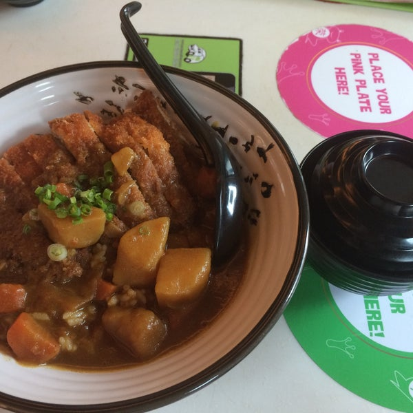 Photo taken at Sakae Sushi by Yuhui T. on 12/4/2014