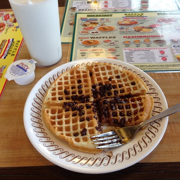 Photo taken at Waffle House by Jonathan C. on 4/25/2014