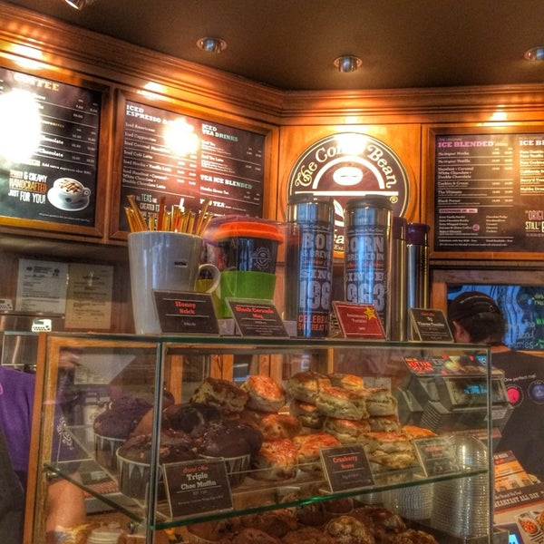 Photo taken at The Coffee Bean by Iuejan B. on 9/8/2014