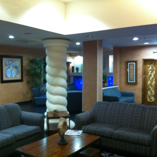 Photo taken at Holiday Inn Ft. Lauderdale-Airport by Craig on 11/13/2012