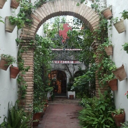 Photo taken at Restaurante El Caballo Rojo by Juan Manuel P. on 12/25/2012