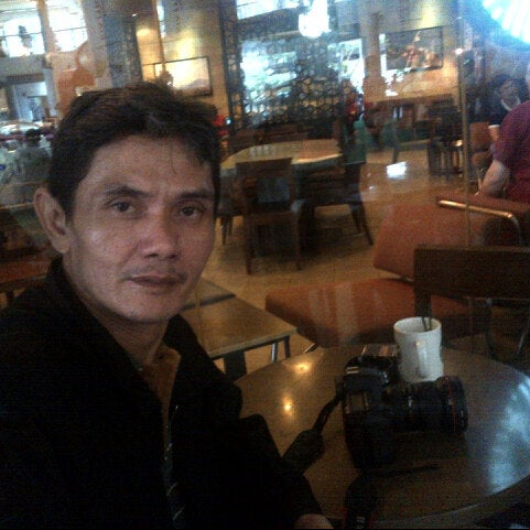 Photo taken at Starbucks by Rizky P. on 7/13/2014