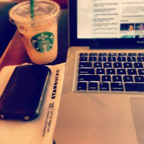 Photo taken at Starbucks by Souji Z. on 1/26/2013